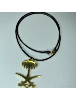 قلادة بشعار المملكة بلون ذهبي